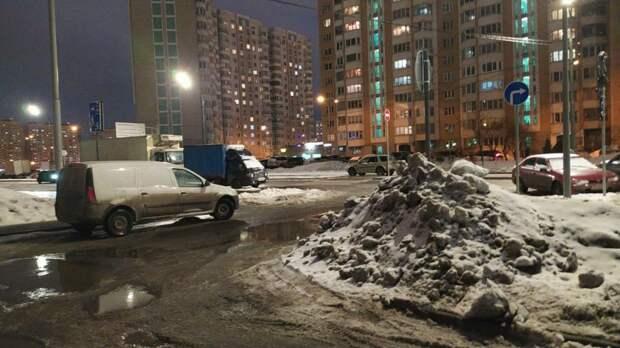 Причиной потопа на Рождественской стал забившийся водосток