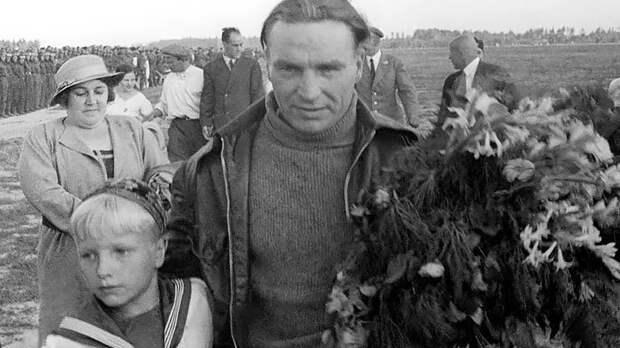 Забудьте про Героя, времена другие: Семью легендарного Чкалова лишают дачи, подаренной государство