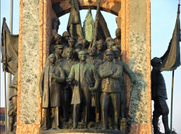 Ворошилов и Аралов: как красные командиры оказались среди основателей современной Турции