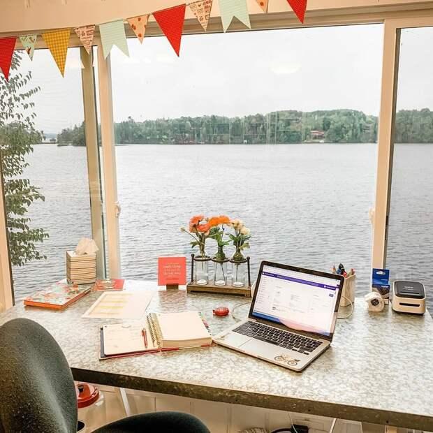 Вид из окна мастерской рукодельницы. Инстаграм thelittlegreenbean.