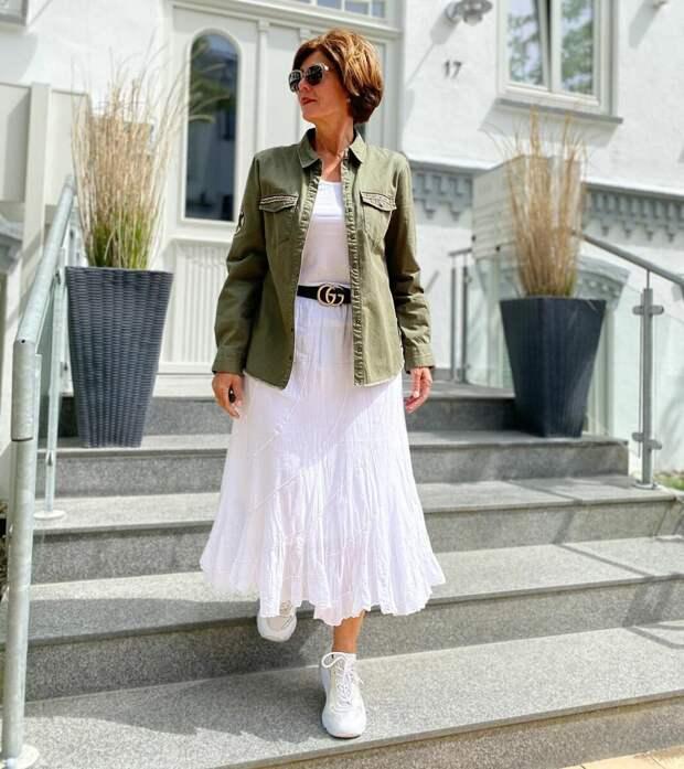 Платье с кроссовками для женщин 50+. Сочетаем и выглядим стильно