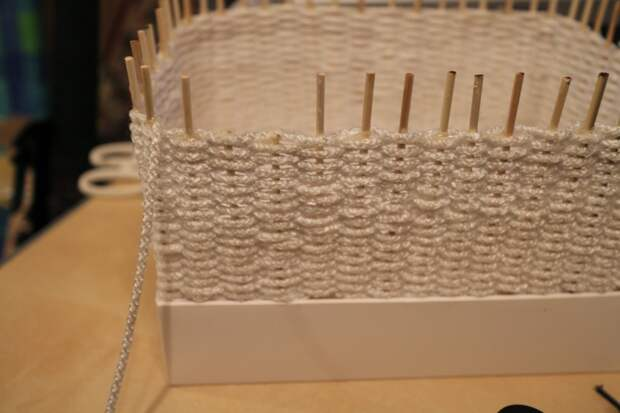 Плетеная корзинка из бельевого шнура: мило и оригинально