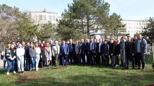 На территории Агротехнологического университета состоялась закладка Аллеи Героев Социалистического труда