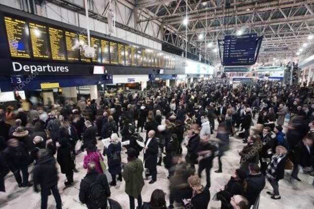 Жители Лондона массово уезжают из города из-за очередного локдауна
