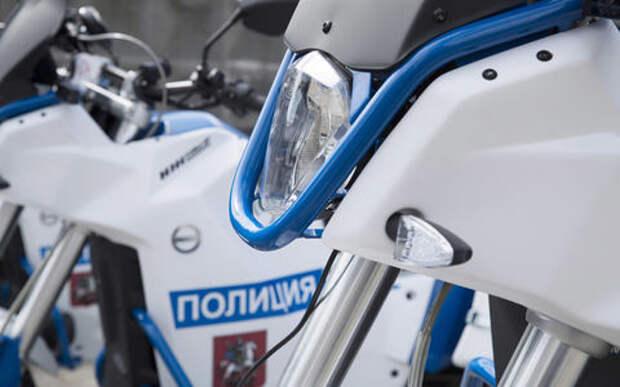 Сотрудники ГИБДД Москвы пересели на электромотоциклы