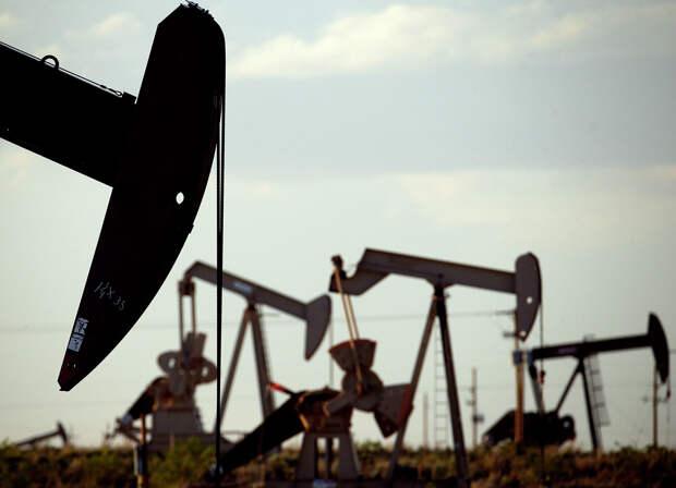 Нефтяные станки-качалки на месторождении недалеко от Ловингтона, штат Нью-Мексико - РИА Новости, 1920, 17.06.2021