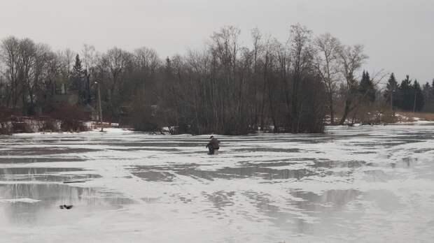 Женщина провалилась под лед и погибла в Карелии