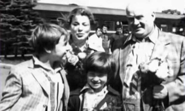 Евгений Моргунов с женой и сыновьями. / Фото: семейный архив