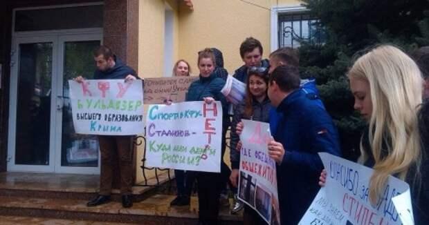 Бедным здесь не место: как дорожает образование в вузах Крыма