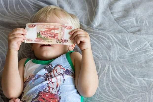 ПФР разъяснил правила получения выплаты на детей до восьми лет до Нового года
