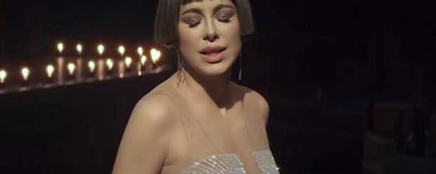 Каре с густой челкой: певица Ани Лорак изменила имидж для нового клипа