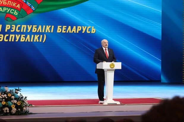 Лукашенко приказал войскам полностью перекрыть границу с Украиной