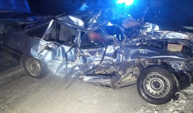 В Екатеринбурге из-за влетевшей под самосвал легковушки погибли двое