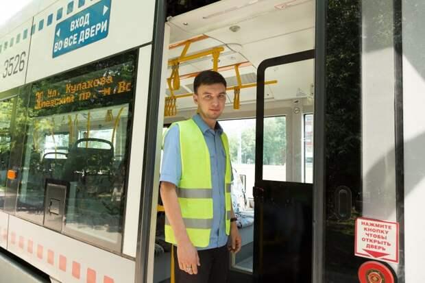 Водитель трамвая из Коптева отдал забытые в транспорте ключи их хозяйке