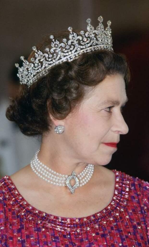 Елизавета II. / Фото: www.harpersbazaar.com.ua