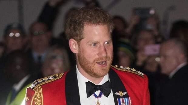 Принц Гарри не спешит вернуться к беременной Меган Маркл