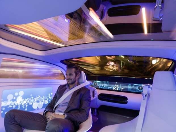 Идеальный автомобиль будущего – беспилотный электромобиль с огромным мультимедийным центром в салоне.