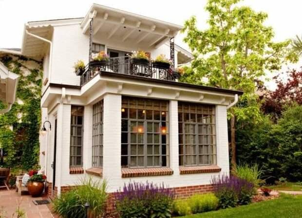 Отделка фасада частного дома кирпичом