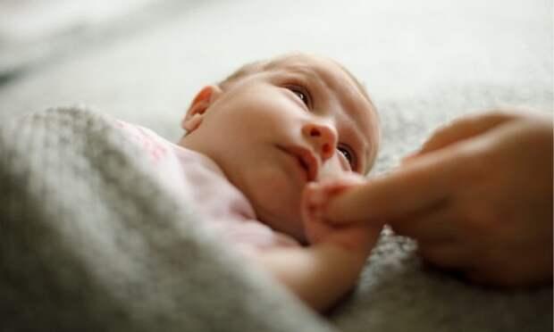 Почему новорожденный ребенок часто икает: что делать, когда обращаться к врачу