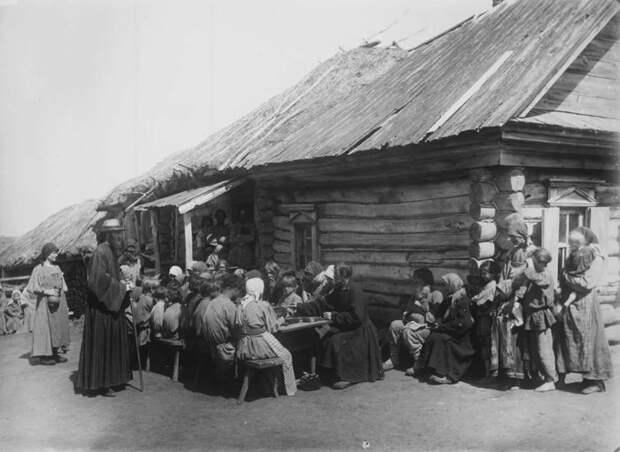 Народная столовая. Нижегородская губерния, Сергачский уезд, 1891-1892 год.