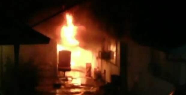 Собака предупредила о пожаре, а потом вытащила из огня маленького ребенка