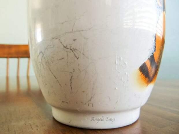 Как избавиться от темных царапин на белой посуде?
