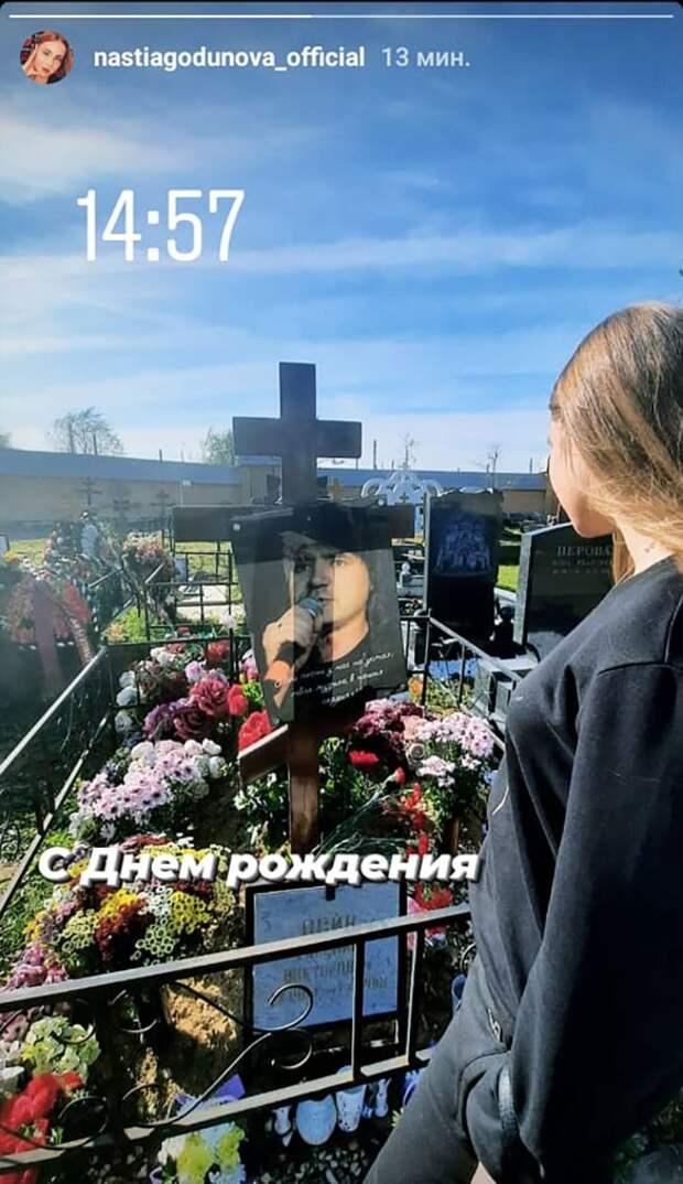Появившаяся на могиле внебрачная дочь Осина заявила об отношениях с любовницей