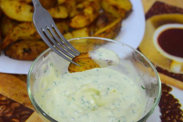 Спустя 25 минут достаем картофель, макаем в соус, и откупориваем пивко ;)))) Айдахо, видео, еда, картофель в духовке, своими руками
