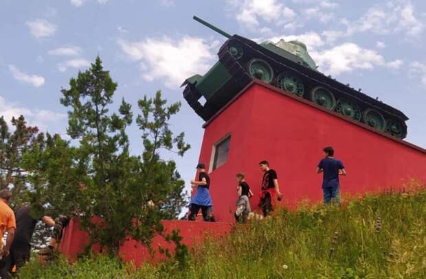 В Молдове в рамках годовщины начала ВОВ для детей провели пеший поход по местам боевой славы