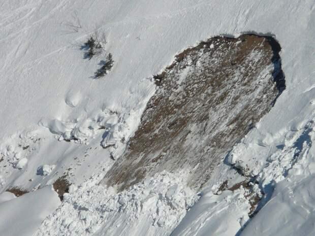На Камчатке вблизи школы сошла лавина