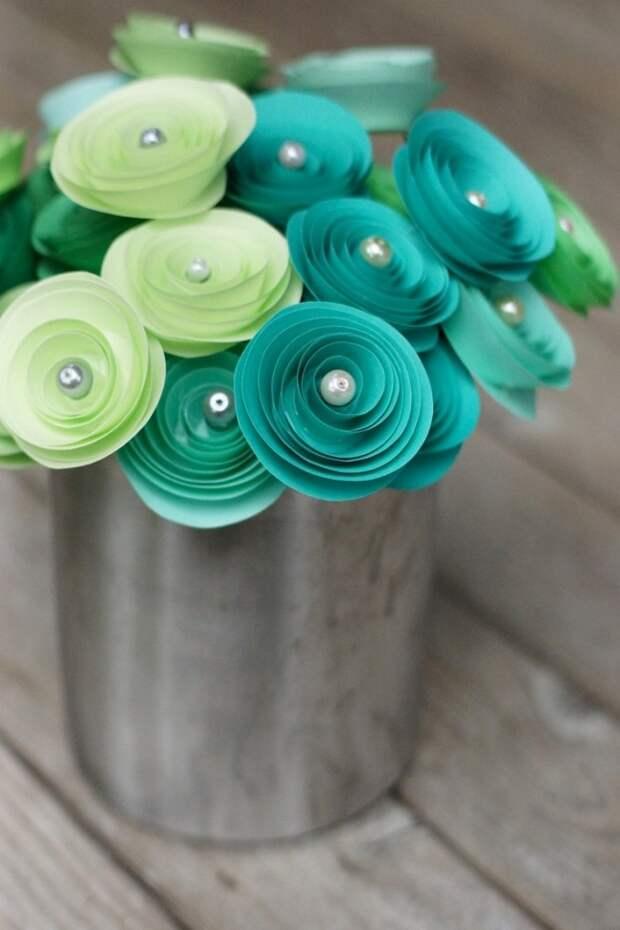 Розы из бумаги - бюджетный, но в тоже самое время эксклюзивный предмет декора