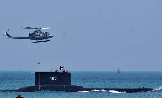 """""""На такой глубине спасать некого"""": Подводник назвал вероятную причину ЧП с индонезийской подлодкой"""