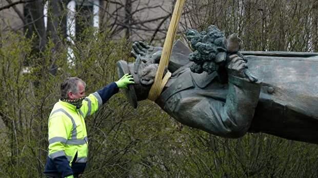Инициатор демонтажа памятника Коневу пожаловался на Россию в ЕК