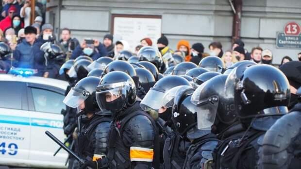 Суд арестовал провокатора за нападение на ОМОН во время незаконной акции во Владивостоке
