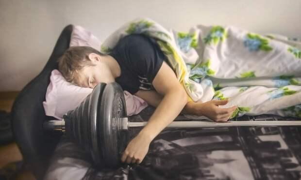 Врачи утверждают, что нежиться в кровати эффективнее для похудения, чем заниматься в спортзале