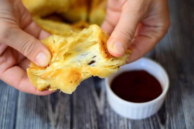 Сырная закуска из слоеного теста, простейший рецепт: фото шаг 5
