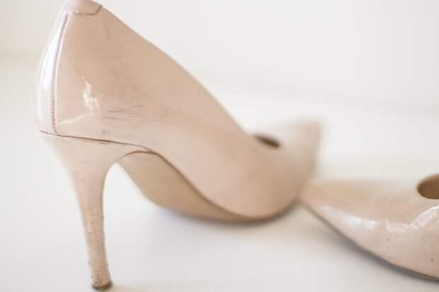 Лаковые туфли теряют опрятный вид гораздо быстрее.