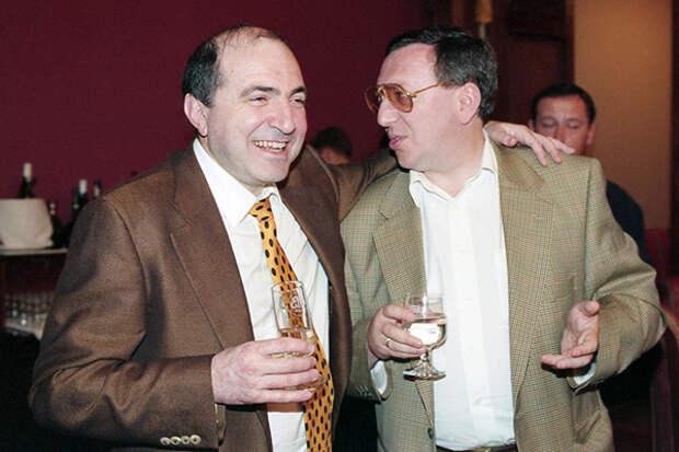 Борис Березовский и Владимир Гусинский в Доме приемов Логоваза 1996 год.