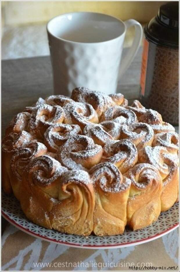 Булочный пирог- букет роз