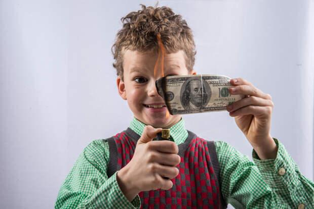 Эксперт спрогнозировал обвал доллара в следующем году