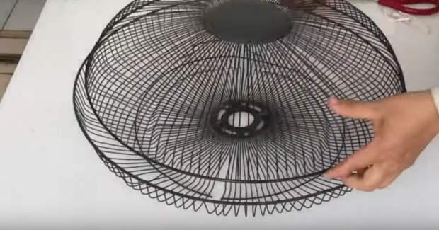 Из нерабочего вентилятора и ткани — шикарная поделка для дома и дачи