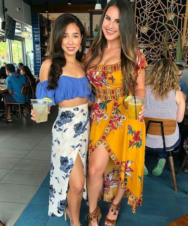 Симпатичные девушки в летних платьях