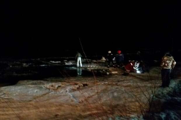 В Иркутской области два автомобиля провалились под лёд