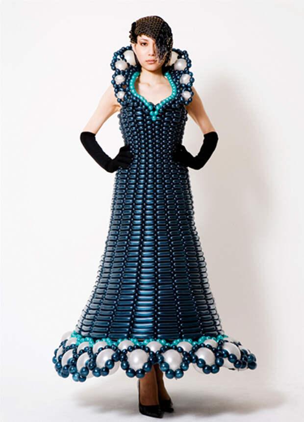 В интернете нашла очень красивые платья... сделанные из воздушных шариков!