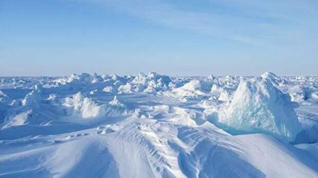 Российские военные построили первую ВПП в Арктике