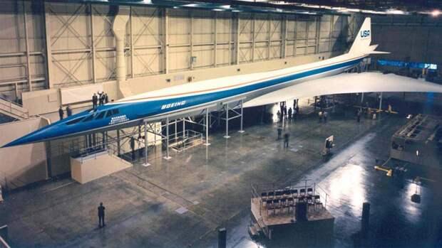 Полноразмерный макет американского сверхзвукового пассажирского самолета Boeing 2707