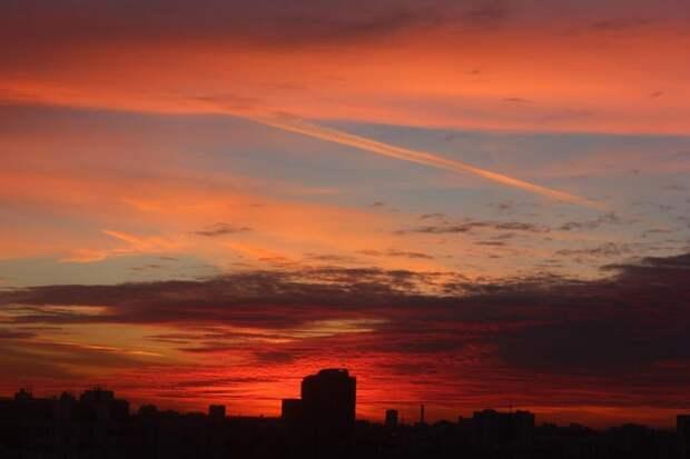 Фото дня: рубиновое небо над Саранской