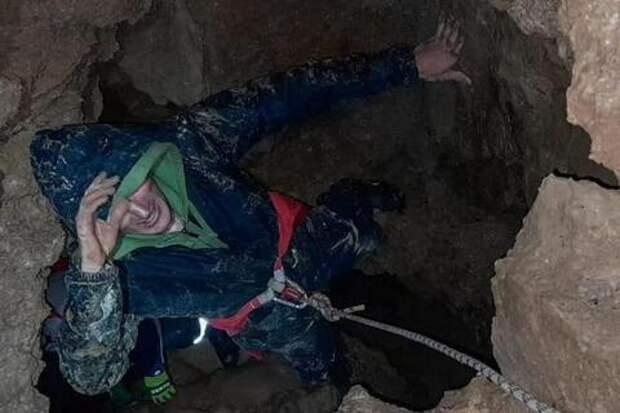 Заблудившийся сочинец остался без связи в пещере