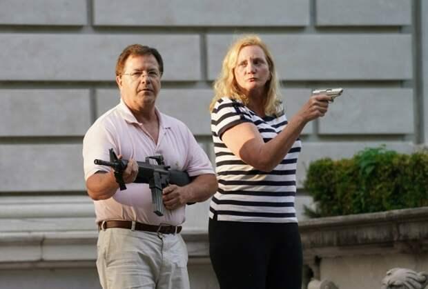 Дом супругов из США, который они защищали от демонстрантов