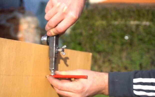 Классное самодельное приспособление для строителя